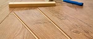 Materialen tijdens vloer leggen